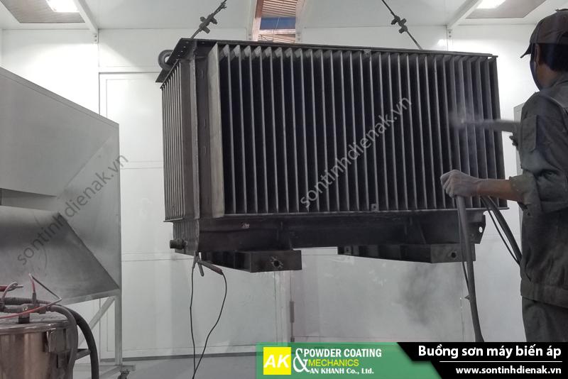 Buồng phun sơn bán tự động máy biến áp sử dụng cyclone thu hồi hiện đại